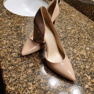 "Nude block heal 4"" pumps patent leather"